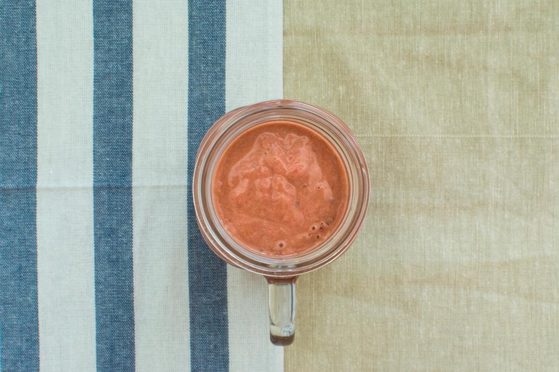 Malinovo-mangové smoothie s ovčím jogurtom